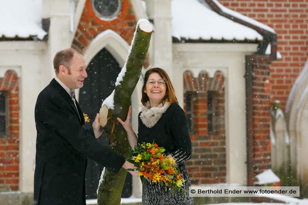 Brautpaar Shooting im verschneiten Wörlitzer Park