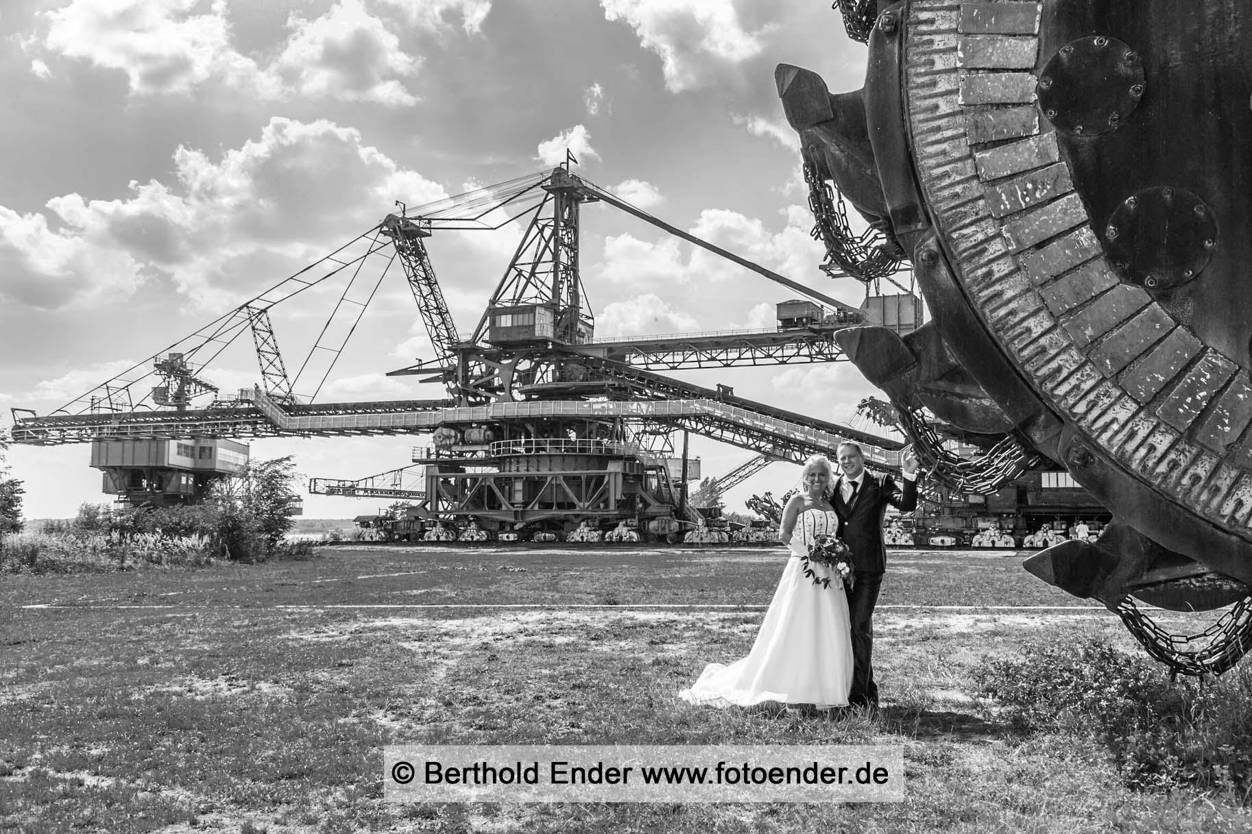 Hochzeitsfotos in Ferropolis, der Stadt aus Eisen -Fotostudio Ender, Oranienbaum-Wörlit