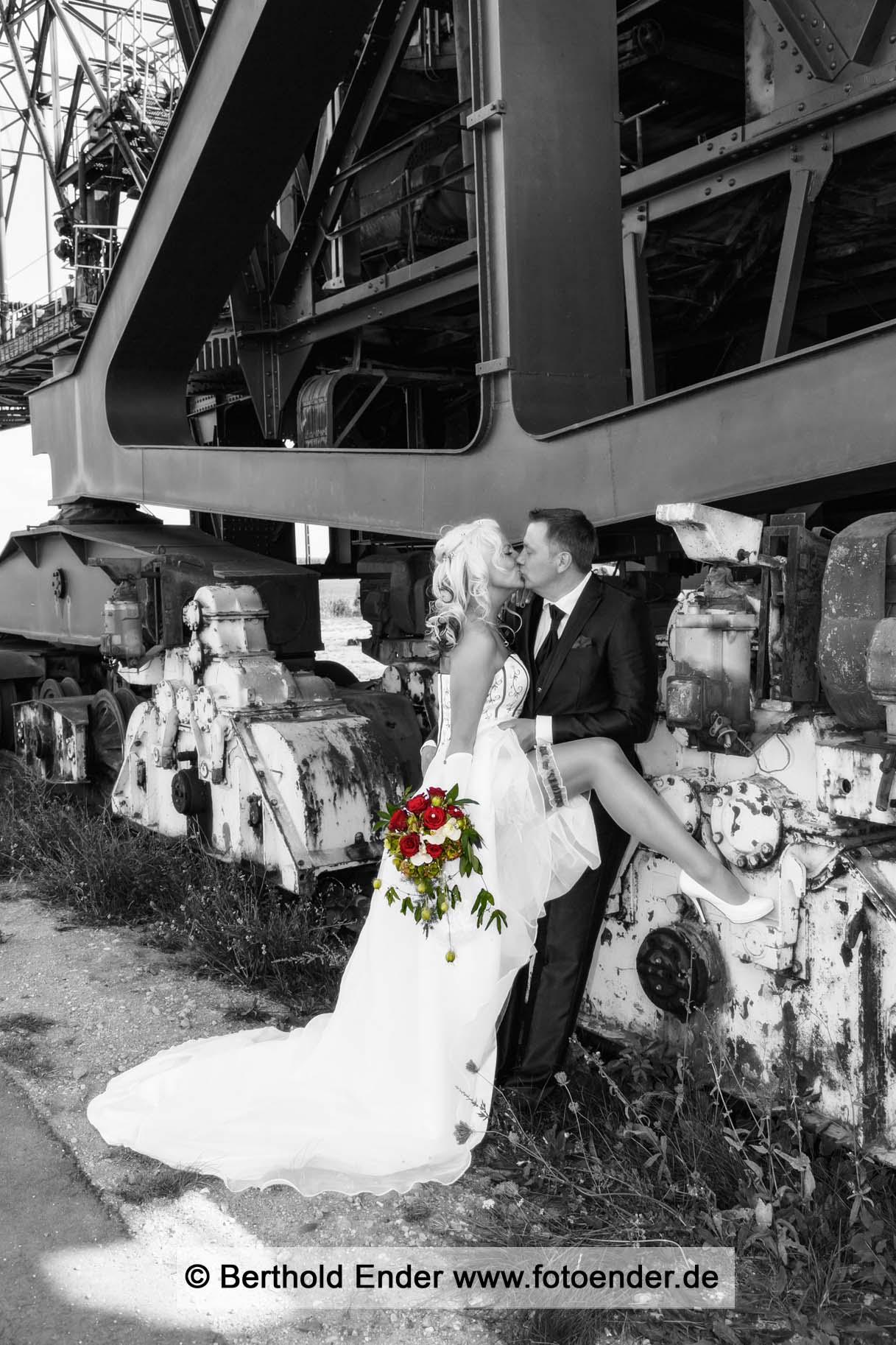 Hochzeitsfotos in Ferropolis, der Stadt aus Eisen
