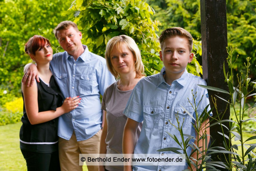 Familienfotos im Freilichtstudio von Foto-Ender in Oranienbaum