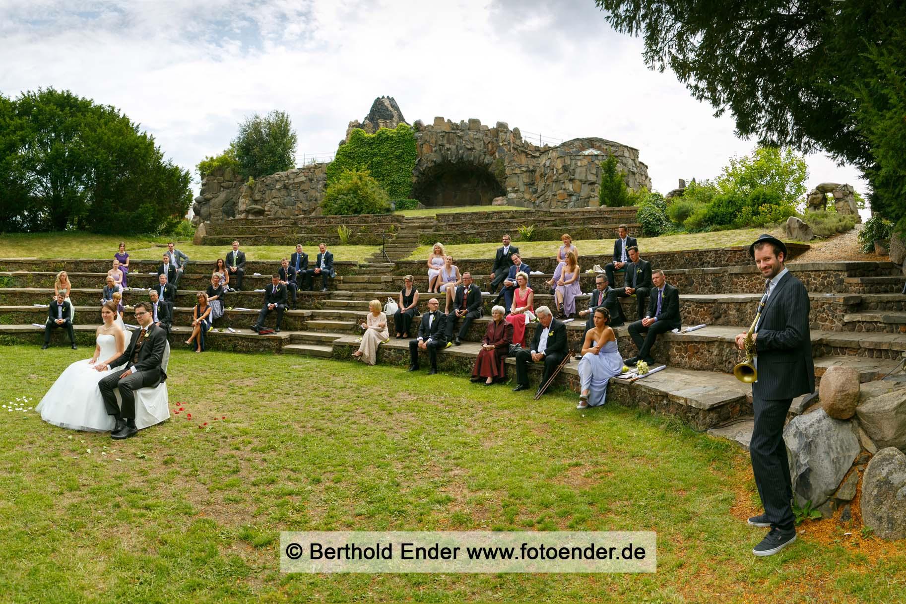 Freie Trauung auf Felseninsel Stein in Wörlitz