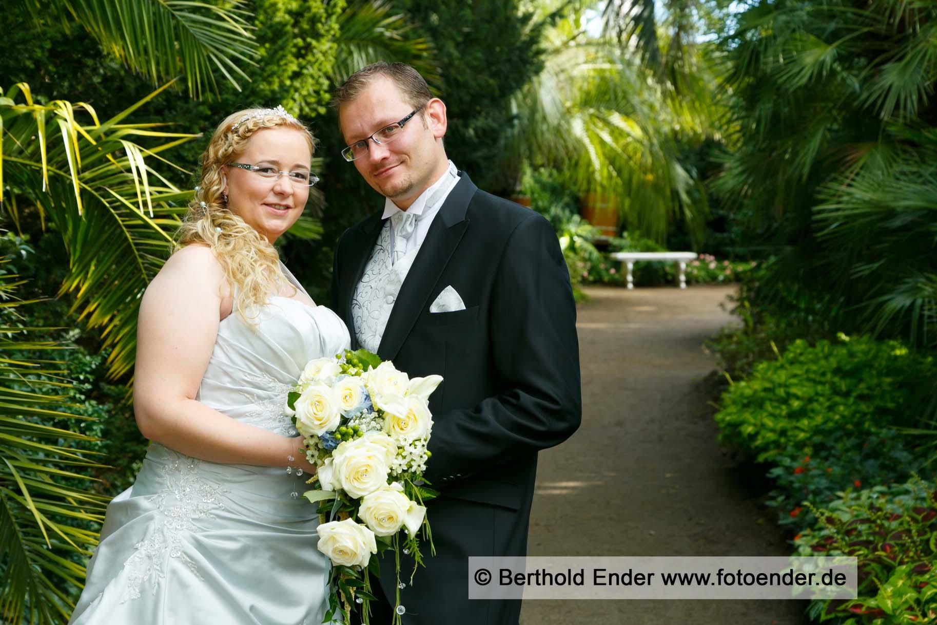 Brautpaar im Palmengarten im Wörlitzer Park