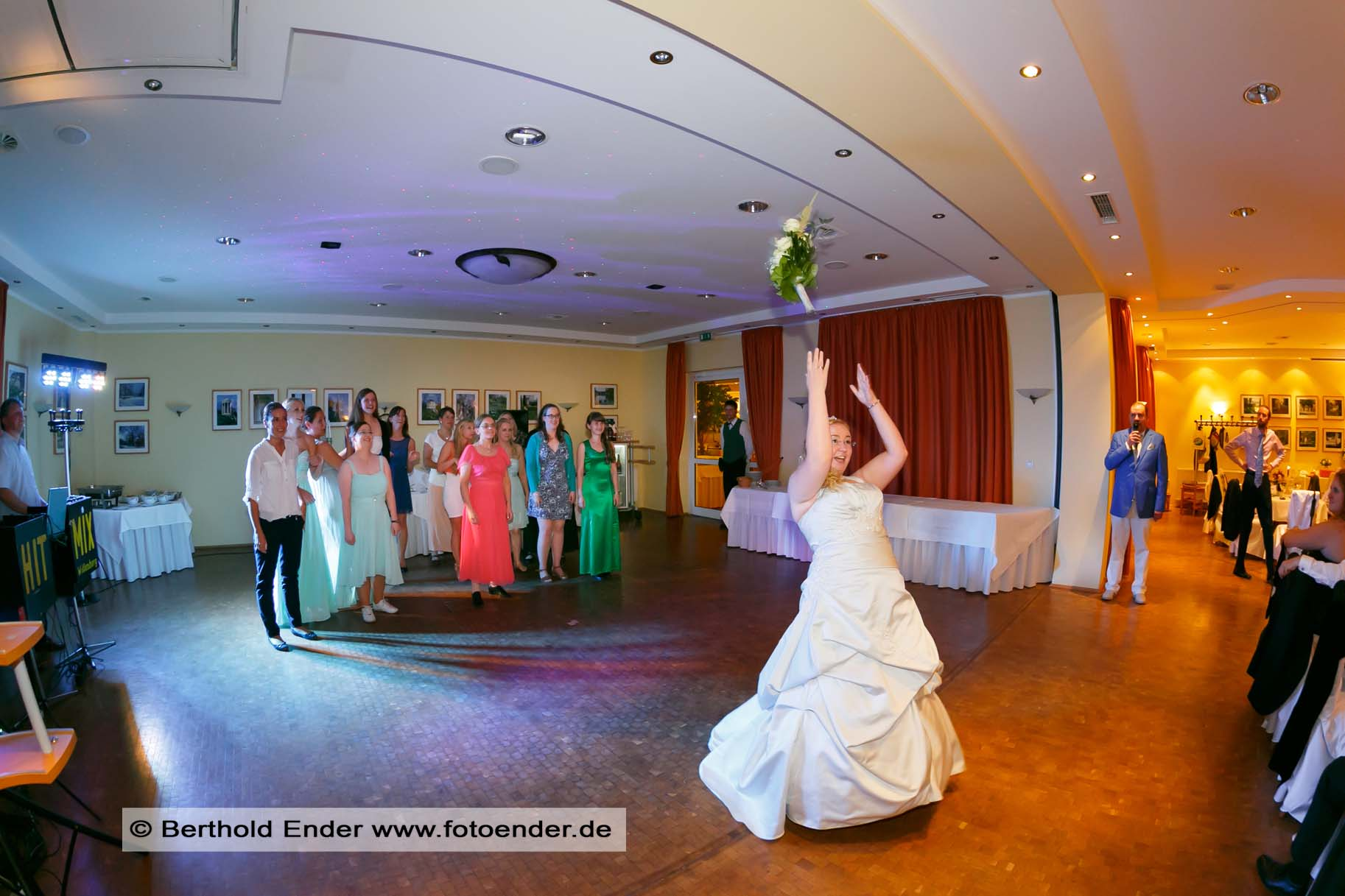 Brautstraußwerfen