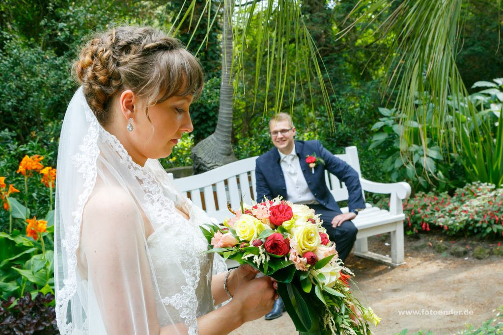 Brautpaarfotos im Palmengarten im Wörlitzer Park
