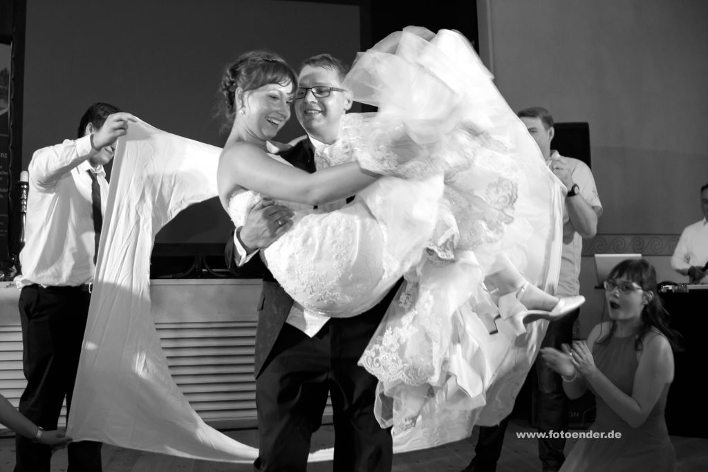 Hochzeitstanz im Eichenkranz in Wörlitz