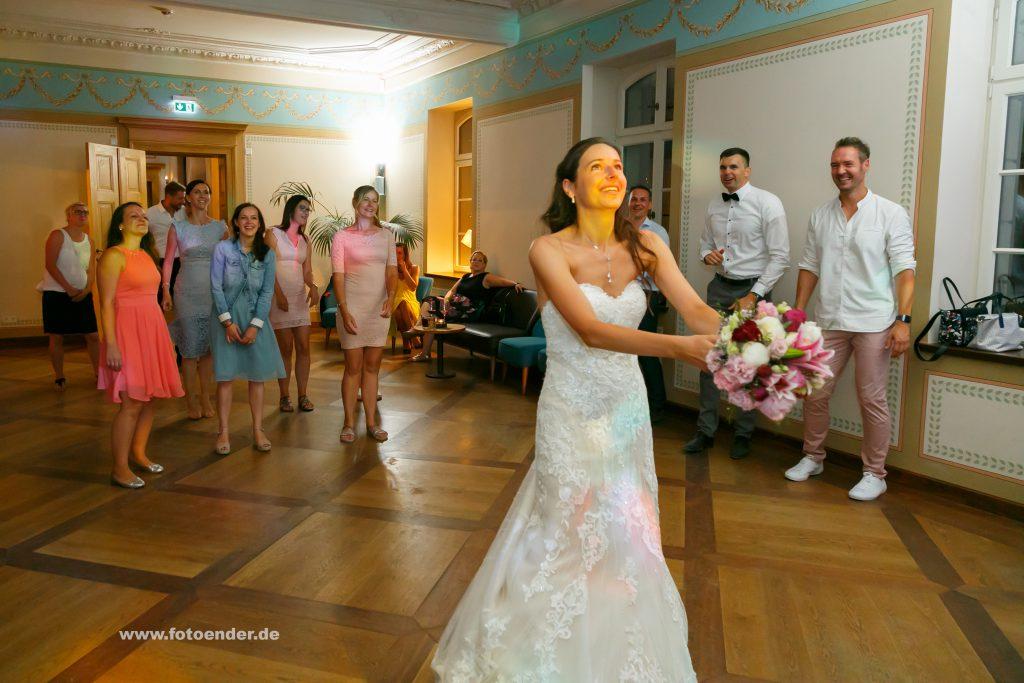 Brautstraußwerfen im Herrenhaus Möckern