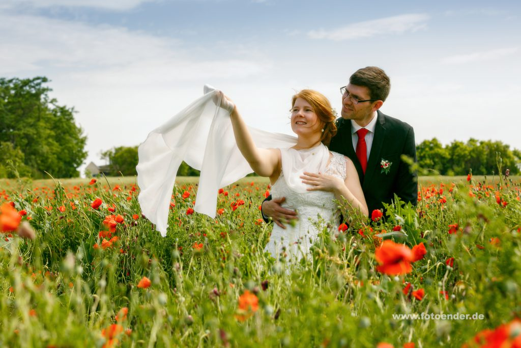 Brautpaar im Mohnfeld bei Köthen